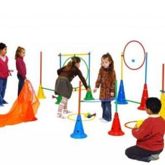 enfants jouant à des jeux de tir et des jeux d'adresse
