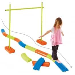 kit parcours équilibre enfant qui marche dessus
